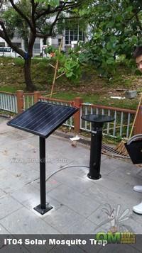 太陽能滅蚊機IT04安裝於花團